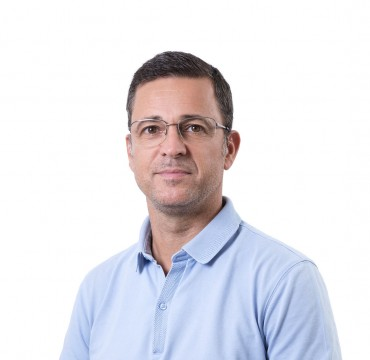 Д-р Николай Петров